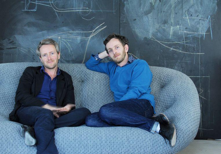 Ronan Bouroullec (links) en zijn broer Erwan. Beeld Morgane Le Gall