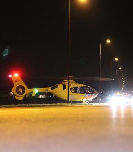 Traumahelikopter landt op afrit A50 bij Apeldoorn voor hulpverlening medisch incident