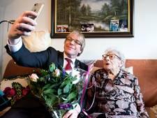 Een selfie met de burgemeester voor de verjaardag van Bep (104)