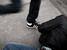 Vader van mishandelde zoon uit Oss zoekt daders: 'Zijn gezicht zat helemaal onder het bloed'