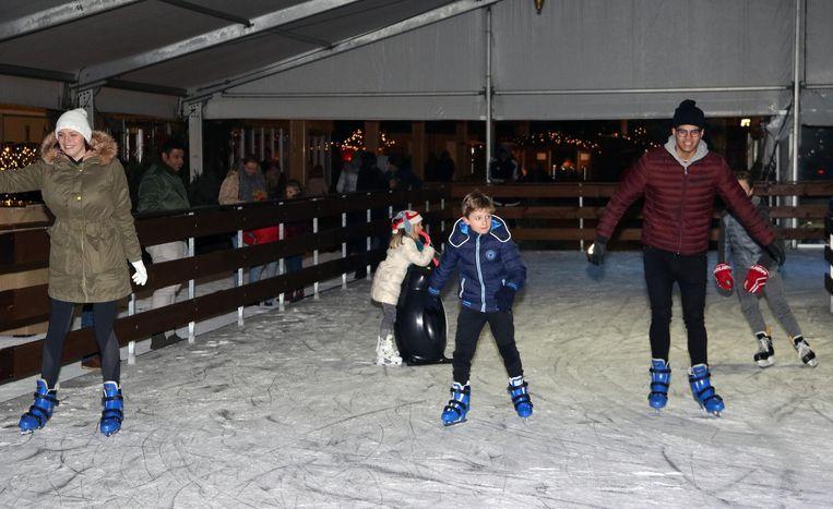 De ijspiste op de Grote Markt kan al op fervente schaatsers rekenen.