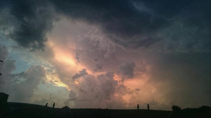 Prachtige lucht boven Woensel vanavond. Regen bracht wat verkoeling na een tropische dag.