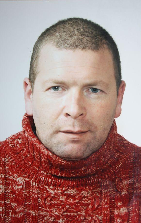 De 45-jarige Peter Dick werd dood aangetroffen op de achterbank van zijn wagen.