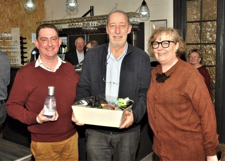 Fractieleider Chris Ceuppens (links) en voorzitter Ingrid Meulders, samen met gastspreker Dirk Schoeters.