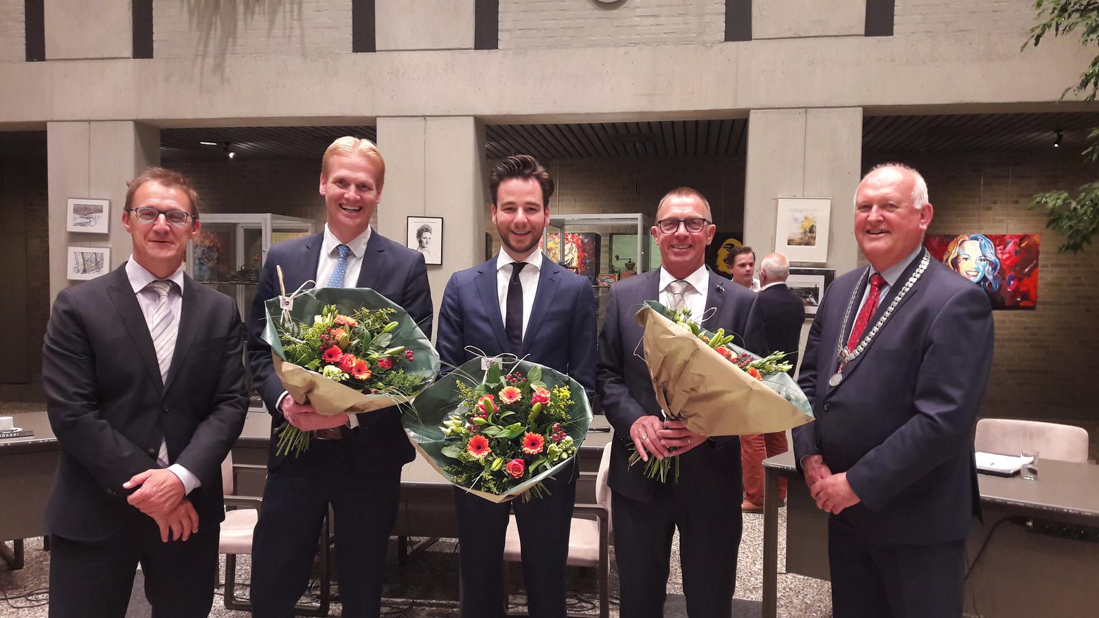 Het nieuwe college van Deurne: v.l.n.r gemeentesecretaris Robbert Halffman, de wethouders Marnix Schlosser, Marinus Biemans en Helm Verhees en burgemeester Hilko Mak.