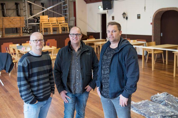 Johan Reefman, Henk Reinders en Marc Bunskoek (v.l.n.r.) streven naar een mfa in De Krim als duurzaam alternatief voor het energieverslindende dorpshuis De Planeet.