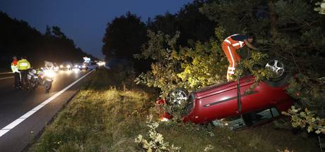 Auto slaat over de kop op A28 bij Oldebroek