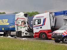 Dode bij aanrijding tussen twee vrachtwagens op A29, weg tot 21 uur dicht