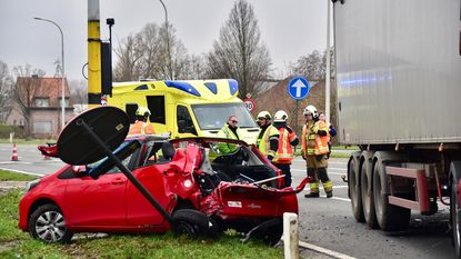Trucker kan botsing niet vermijden: automobilist zwaargewond