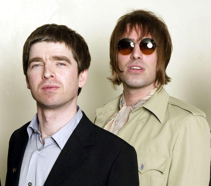 Noel en Liam Gallagher in 2003