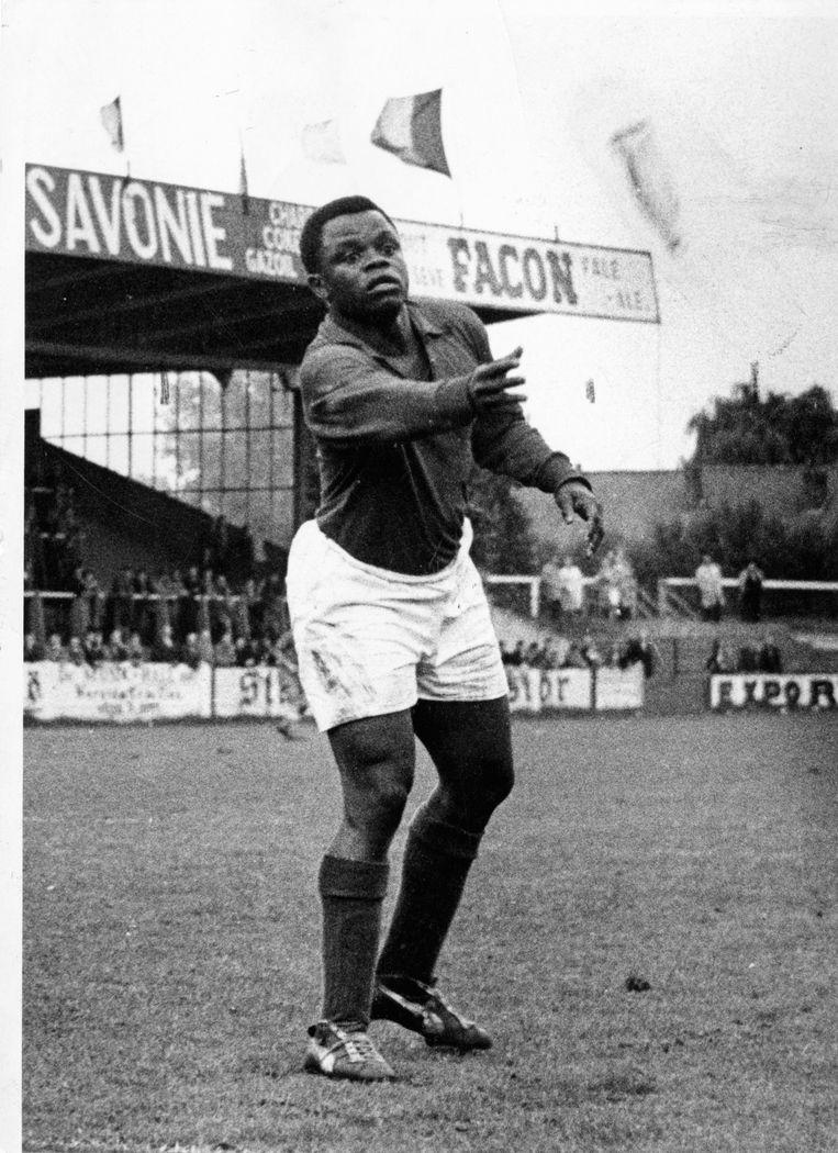 Léon Mokuna in het shirt van de Gantoise.