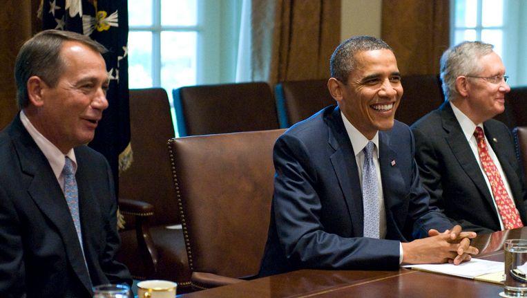 Obama naast de Republikein John Boehner (links), gisteren voor aanvang van het overleg waarbij Obama boos wegliep. Beeld EPA