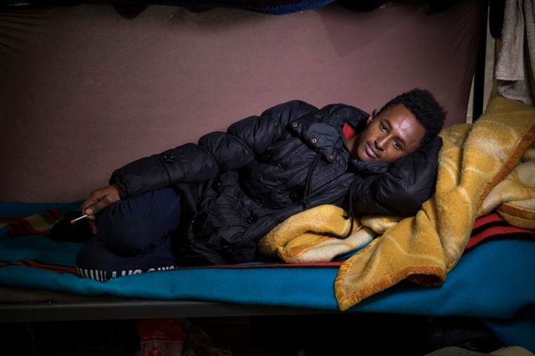 Boqor Moha Daa Uud Axmed, 17. Boqor was 15 toen hij in zijn eentje op pad ging vanuit Somalië. Hij is inmiddels 1,5 jaar onderweg. De Libië route is te gevaarlijk geworden, daarom reist hij via deze kant. Beeld