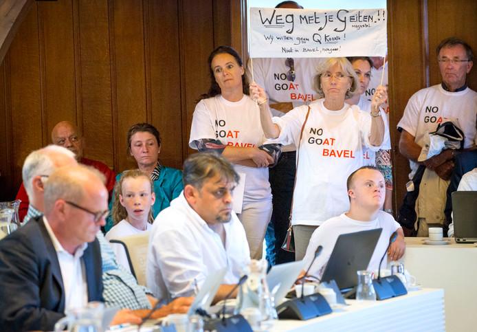 Protest van No Goat Bavel tegen de komst van een megastal voor geiten in Bavel tijdens de gemeenteraadsvergadering in Breda.