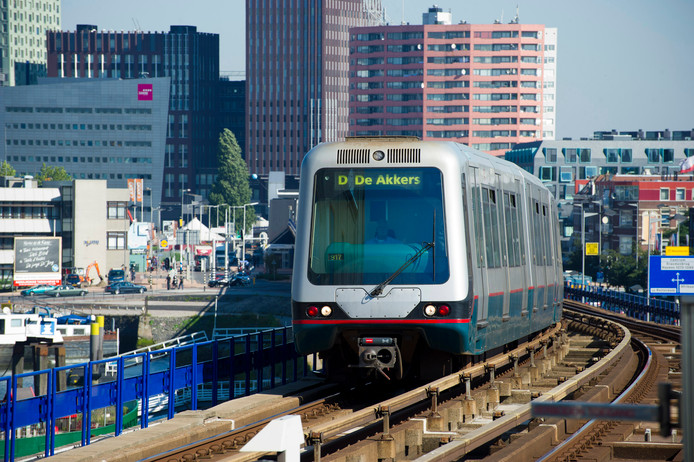 Rotterdam zet in op meer en slimmer openbaar vervoer | Rotterdam | AD.nl