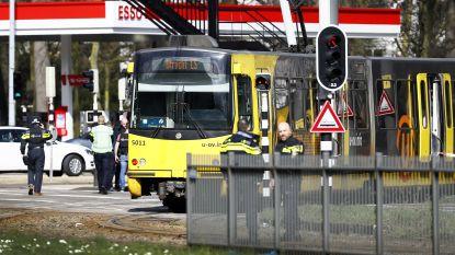 """""""Hij leek te mikken op mensen die op bankjes zaten"""": ooggetuige kan via raam uit tram in Utrecht ontsnappen"""