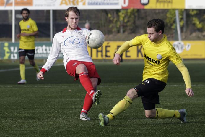 Guido van Rijn (rechts) keert na twee seizoenen Spakenburg terug bij FC Lienden.