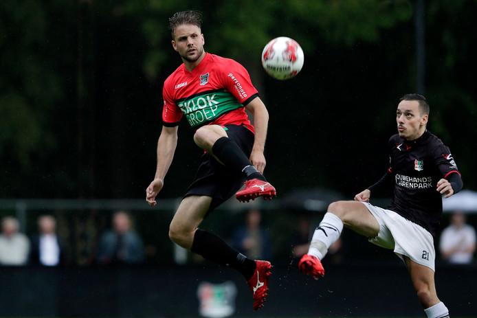 Joey van den Berg met een hoogstandje in het oefenduel tegen de amateurs van NEC.