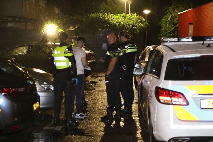 Twee mensen raakten gewond na een ruzie op straat.