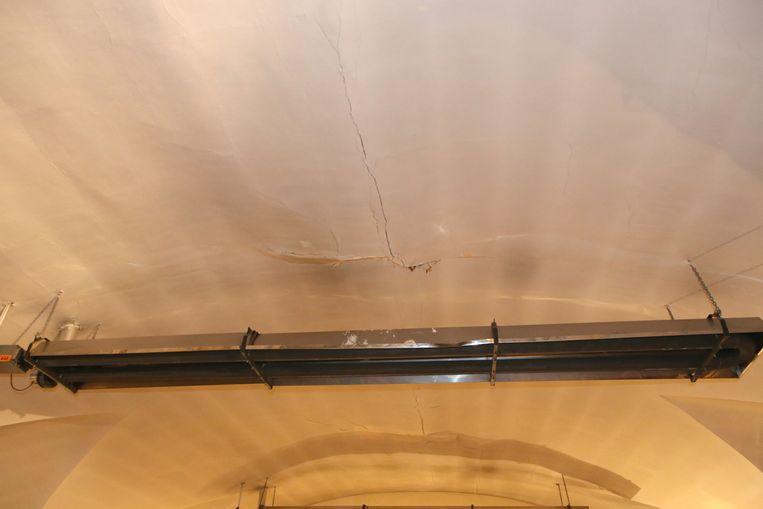 Kalk valt van het plafond