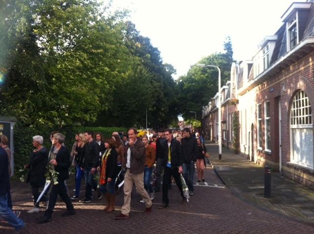 Stille tocht voor Sjors Pijnenburg en Kristy van den Schoor door de straten van Tilburg.