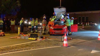 Passagier bevrijd na ongeval op rotonde in Oostkamp