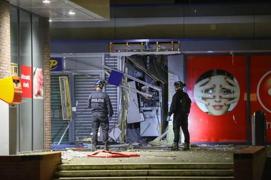 Precies twee weken na de actie aan de Lenteakker was het vanochtend rond 4 uur raak in winkelcentrum 't Plateau.