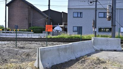 """Spoorwegovergang Hopveldweg voortaan definitief gesloten: """"Overweg was te onveilig"""""""