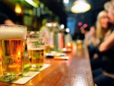 'Zeer dronken cafégast' raast levensgevaarlijk door Etten-Leur, politie zet achtervolging in