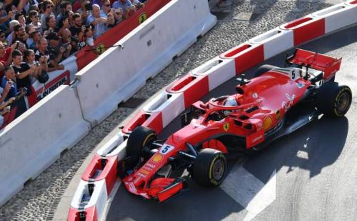 Vettel in zijn Ferrari.
