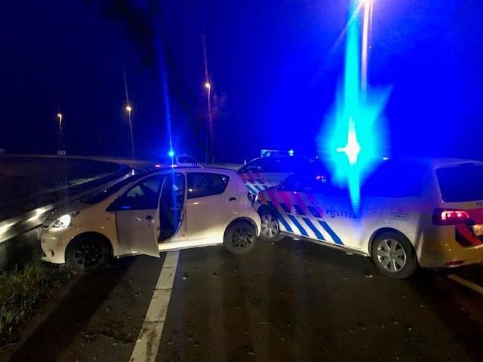 De politie Enschede en Hengelo werkten samen bij de achtervolging.