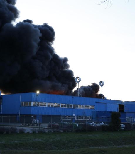 Zeer grote brand in Moerdijk onder controle