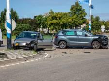 Vrouw gewond na botsing in Oud Gastel, twee voertuigen zwaar beschadigd