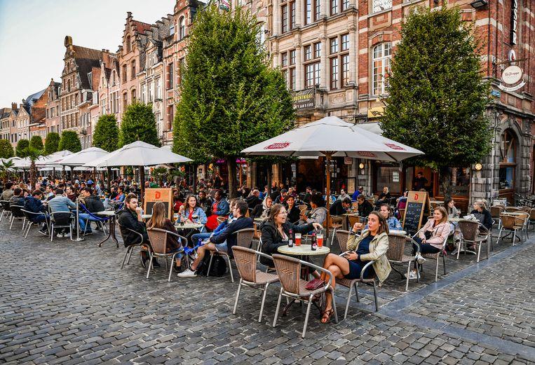 Na de heropening van onder meer cafés, restaurants, nachtwinkels en fitnesscentra steeg het aantal gewerkte dagen weer.