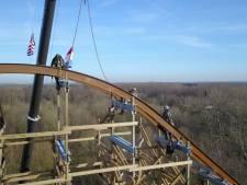 Recordbrekende Walibi-achtbaan op hoogste punt