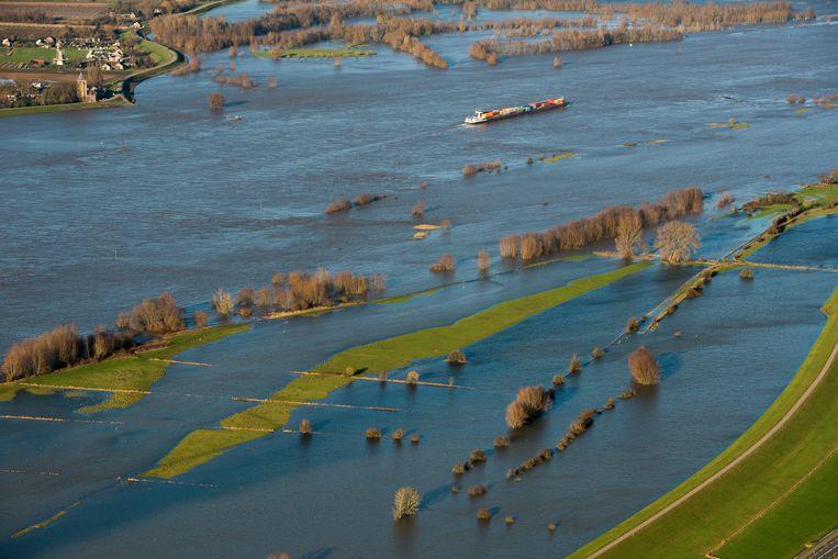 Hoogwater tussen Lent en Geldermalsen.  Beeld ANP