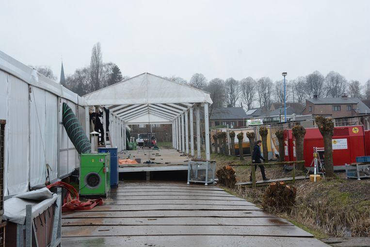 Er is ook een tentendorp opgebouwd voor de meer dan 3.000 vip's.