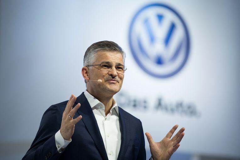 VOlkswagen-CEO in de VS Michael Horn biecht vandaag voor het Congres op dat hij op de hoogte was van het gesjoemel met de emissies van dieselwagens.