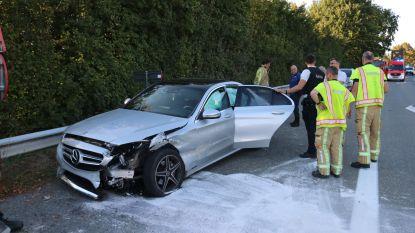 Personenwagen zwaar beschadigd na aanrijding op N41 in Hofstade