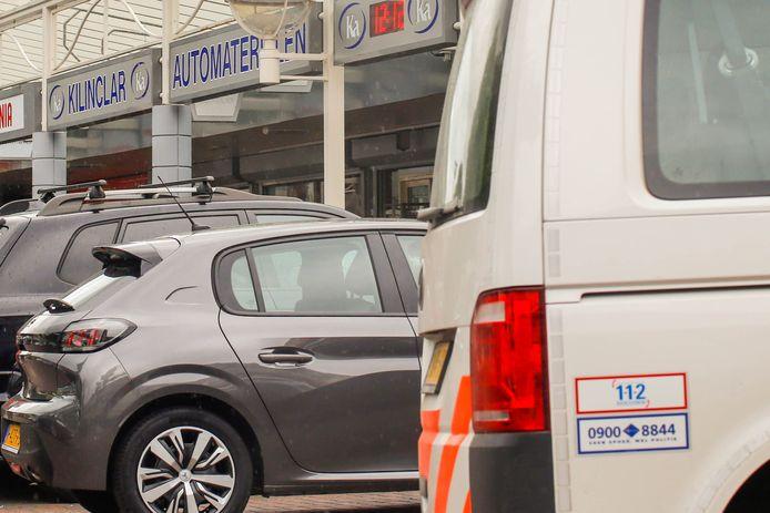 Bij een steekpartij op het Van Oldenbarneveltplein in de Dordtse wijk Crabbehof raakte maandag een man lichtgewond.