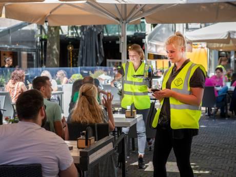 LIVE | Oost-Nederland geniet van heropening terras, slagboom voor toiletbezoek in Zwolle