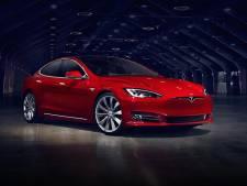 Elon Musk laat 24 uur per dag Tesla's produceren