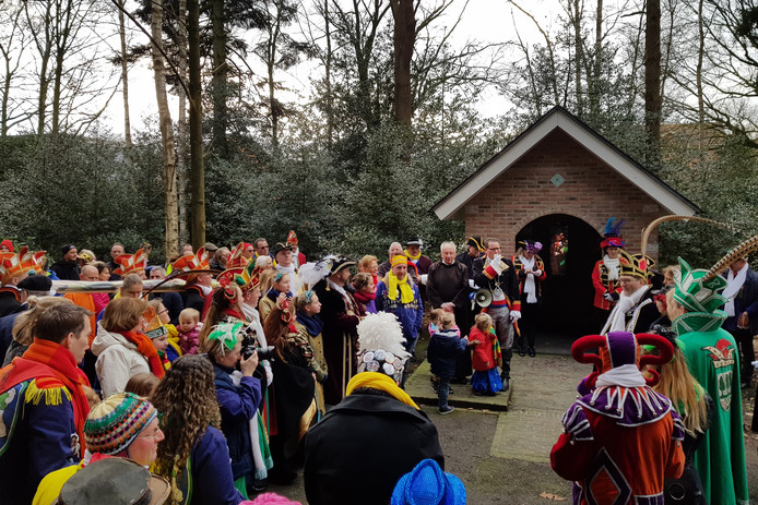 MEERSELDREEF Worsten offeren aan Clara door diverse carnavalsverenigingen. Foto Pix4Profs