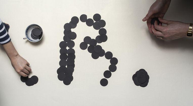 Idee van designstudio Moniker: Hoe ontwerp je samen een letter? Beeld Michiel Spijkers