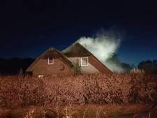 Dakbrand bij huis in Ambt-Delden