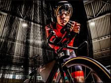 Bijna blinde Tristan Bangma kan dankzij 5G solo over de wielerbaan: 'Ik kijk met mijn oren'