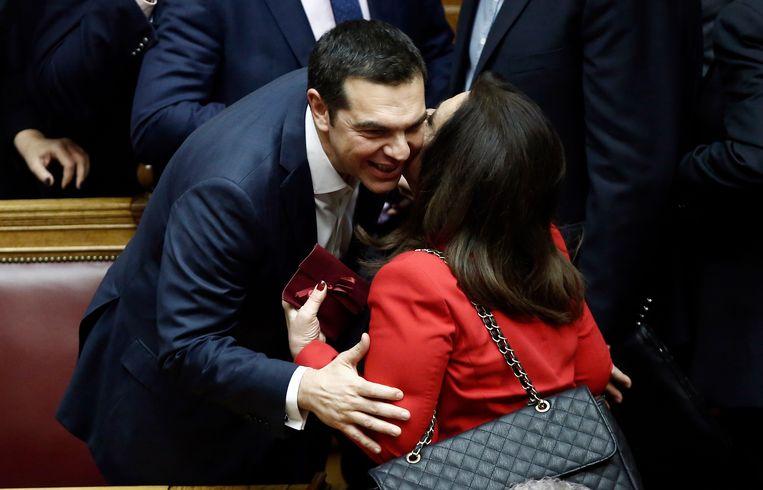 De Grieks premier Alexis Tsipras na het winnen van een vertrouwensstemming in de Vouli te Athene  Beeld EPA