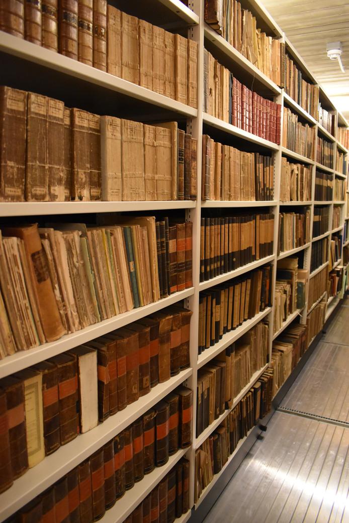 Oude boeken in één van de 7 depots van het Historisch Centrum Overijssel in Zwolle.