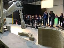 Primeur in Nederland: uit deze 3D-betonprinter rollen huizen en bruggen