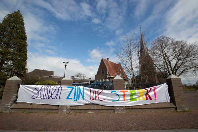 Spandoek aan de Schoolstraat in Riethoven.